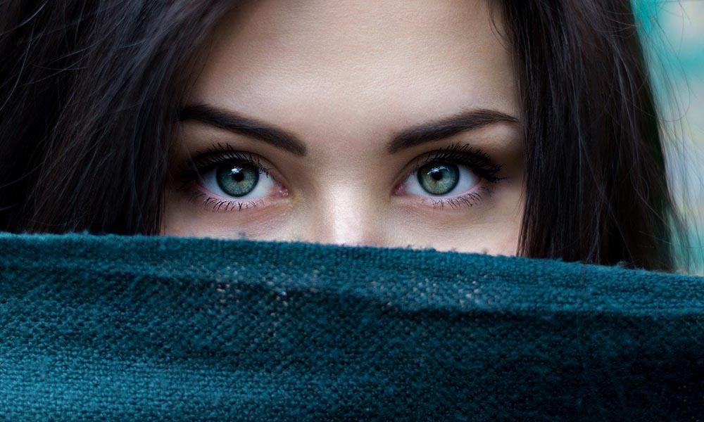 Göz Hastalıkları Uzmanından dikkat çeken uyarı: Koronavirüs günlerinde sakın takmayın