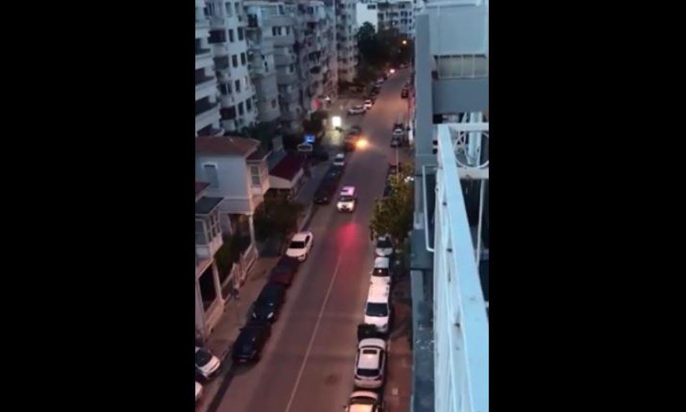 İzmir polisi İzmir Marşı ile devriye attı, vatandaşlar alkışlarla destek verdi!