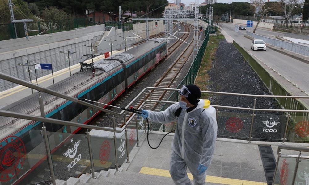 Kartal Belediyesi'nden Marmaray İstasyonlarında ikinci kez dezenfekte çalışması