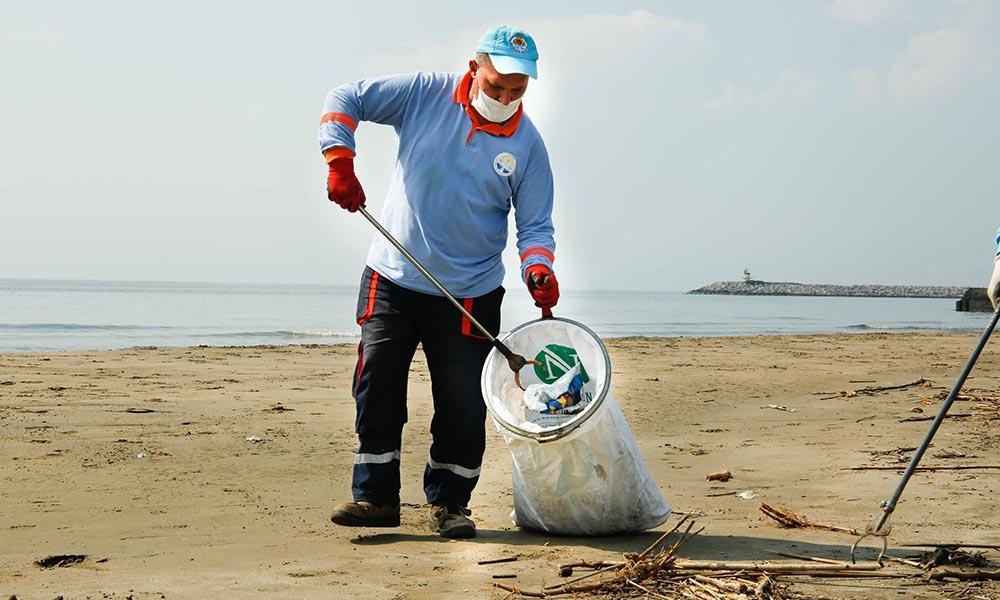 Karataş'ta sahil temizliği, ilaçlama ve dere ıslahı