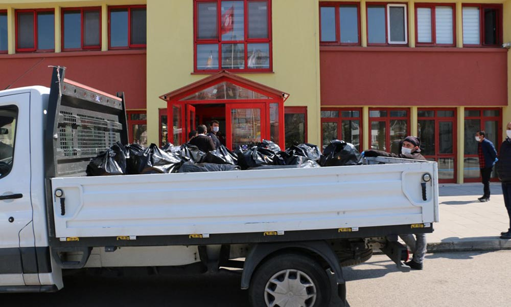 Kartal Belediyesi'nden sağlık emekçilerine 1000 adet koruyucu siperlik