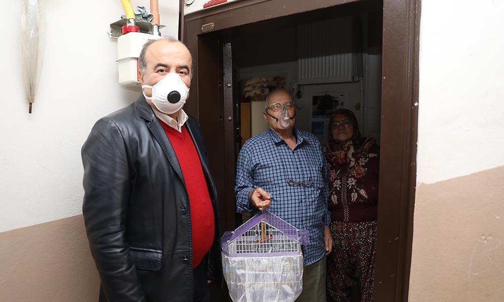 Başkan Türkyılmaz'dan 78 yaşındaki çifte sürpriz