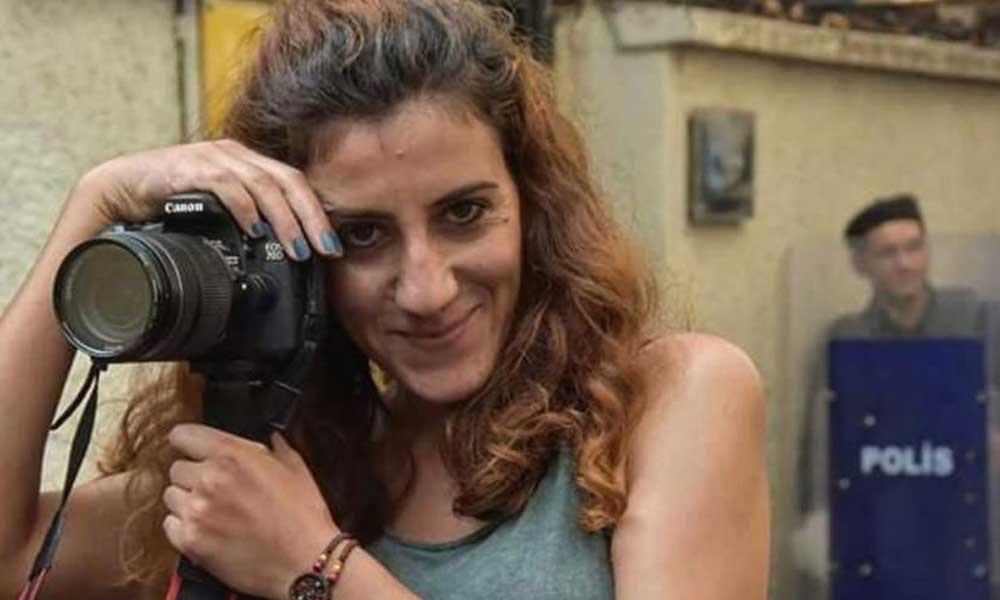 Kadınları darbeden polisleri görüntüleyen Gazeteci Zülal Koçer hakkında soruşturma açıldı