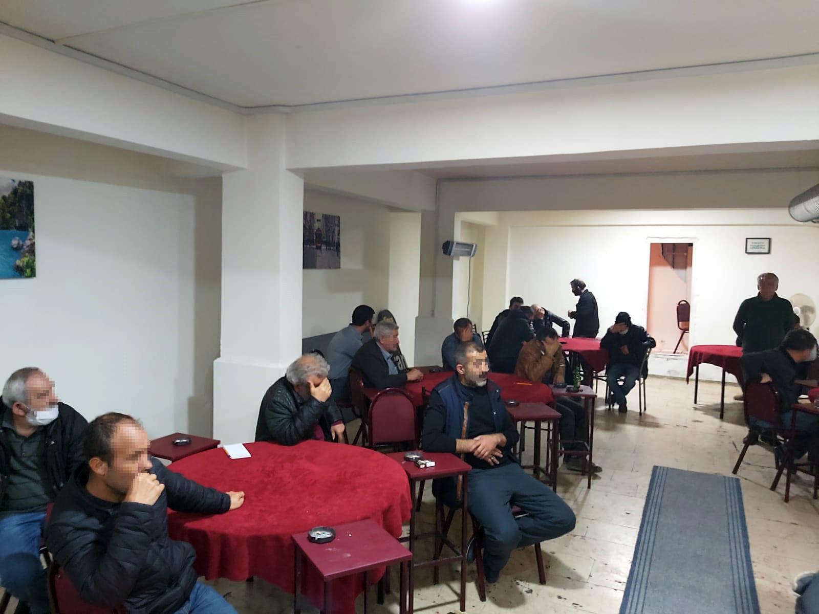 Salgın tedbirlerine inatla direniyorlar! Bursa'da kıraathane baskını