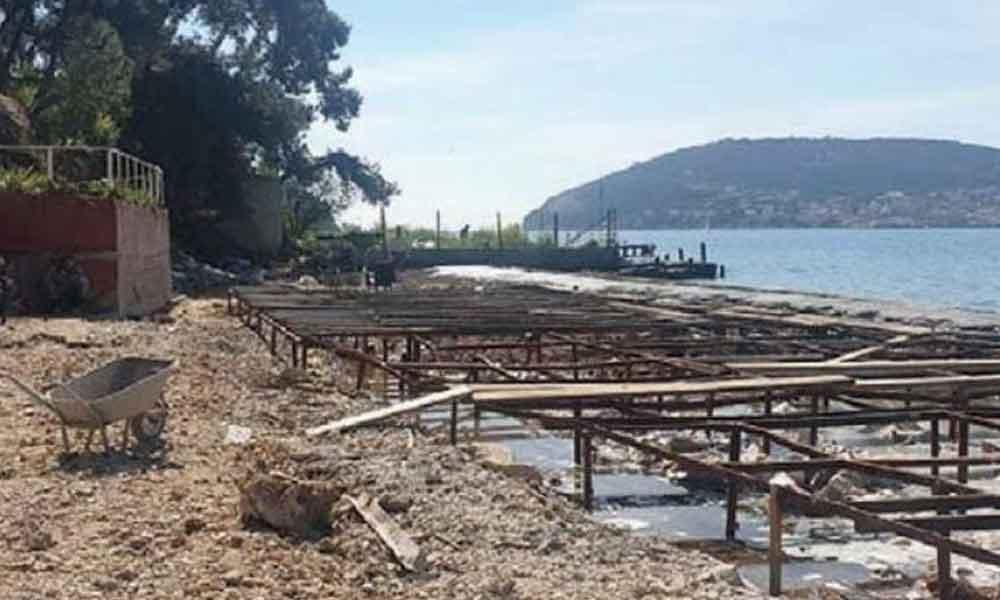 Ada plajına 50 ton beton döktüler, 'hata' diye savundular