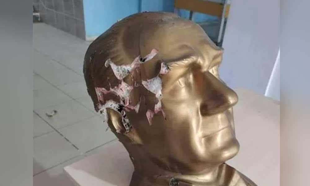 Fırsatçılar ortaya çıktı! Atatürk büstüne çirkin saldırı