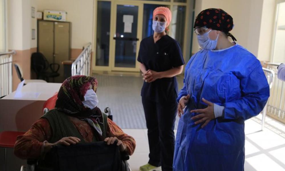 83 yaşında koronavirüsü yendi, bir oğlunu kaybetti, diğeri yoğun bakımda