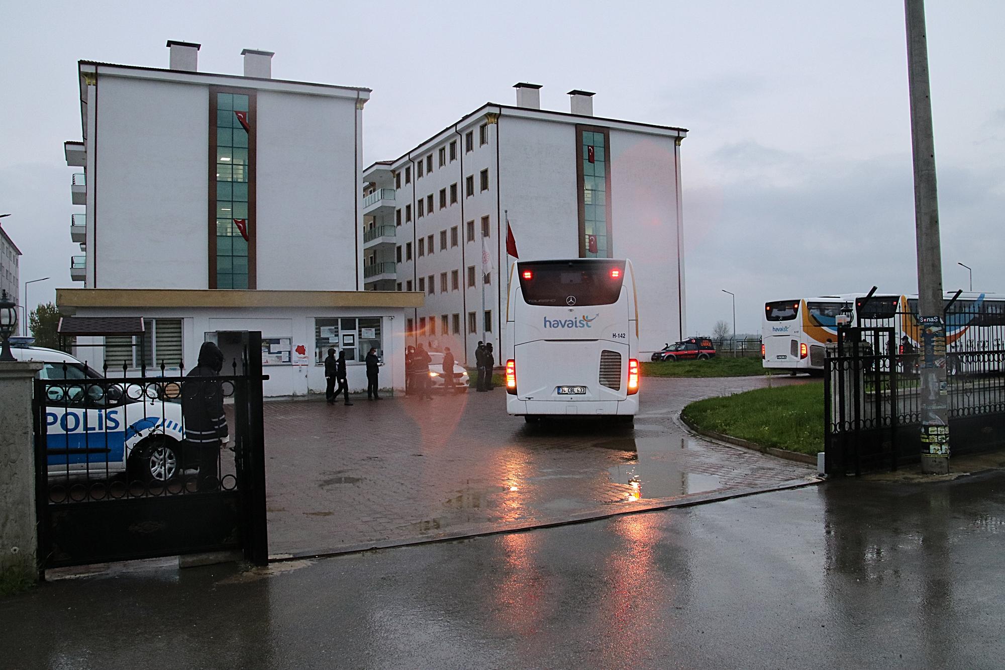 Romanya'dan getirilen 89 kişi Düzce'de yurda yerleştirildi