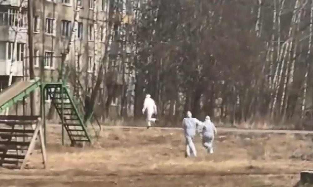 Kaçan koronavirüslü hastayı sağlık çalışanları kovaladı