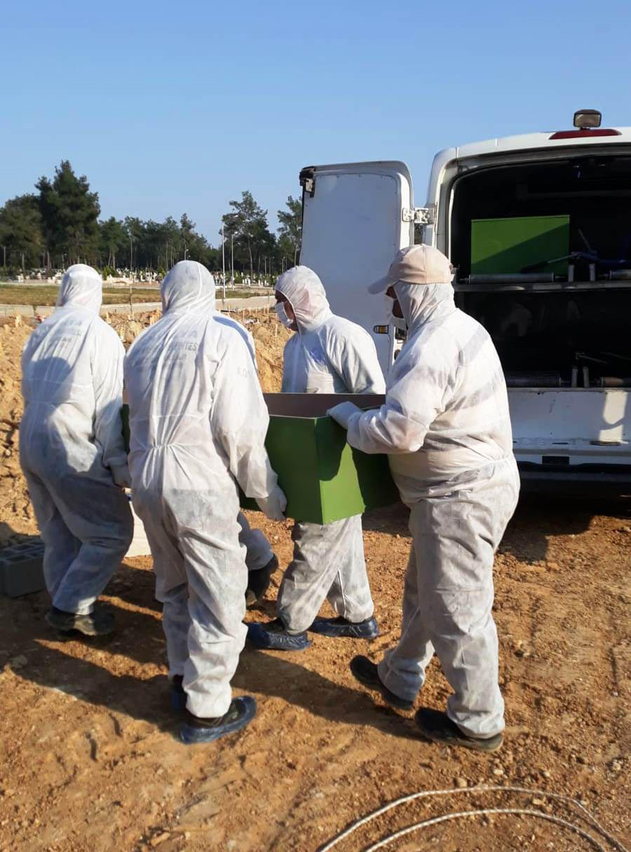 Mezarlıklarda koronavirüs tedbirleri sıkılaştırıldı
