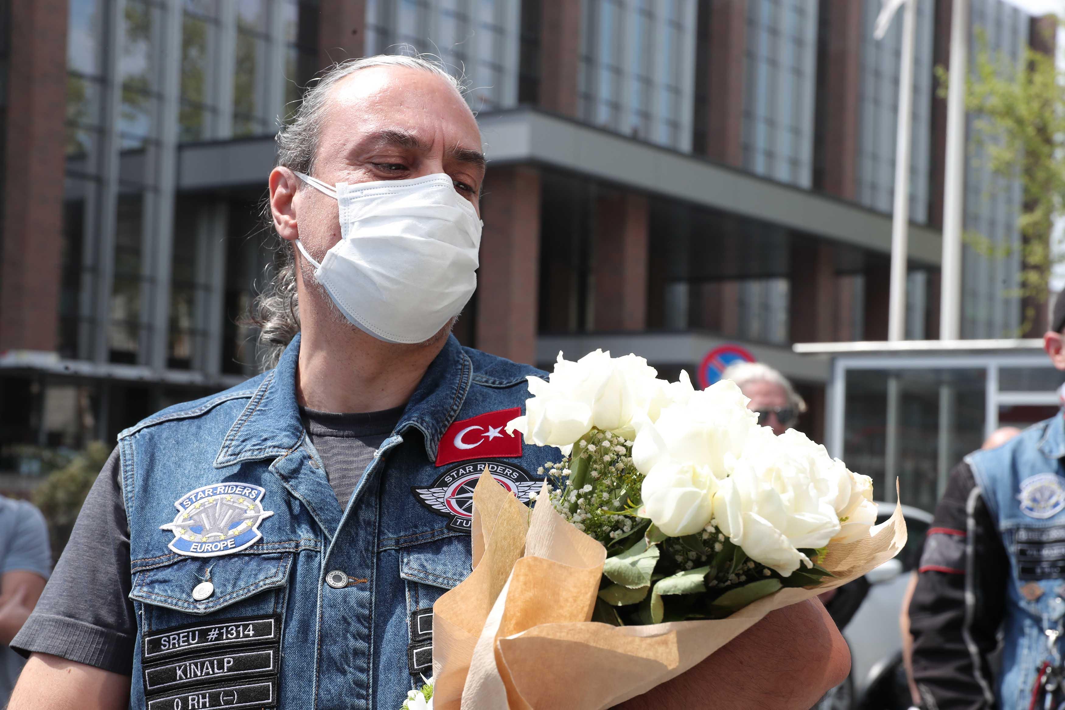 Motosiklet tutkunu doktor koronavirüs sonrası konvoy ile evine uğurlandı
