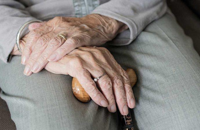 İki büyük savaş ve salgın gören 103 yaşındaki kadın koronavirüsü yendi