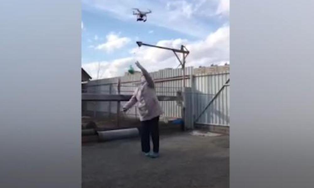 Karantinaya karşı drone ile kek servisi