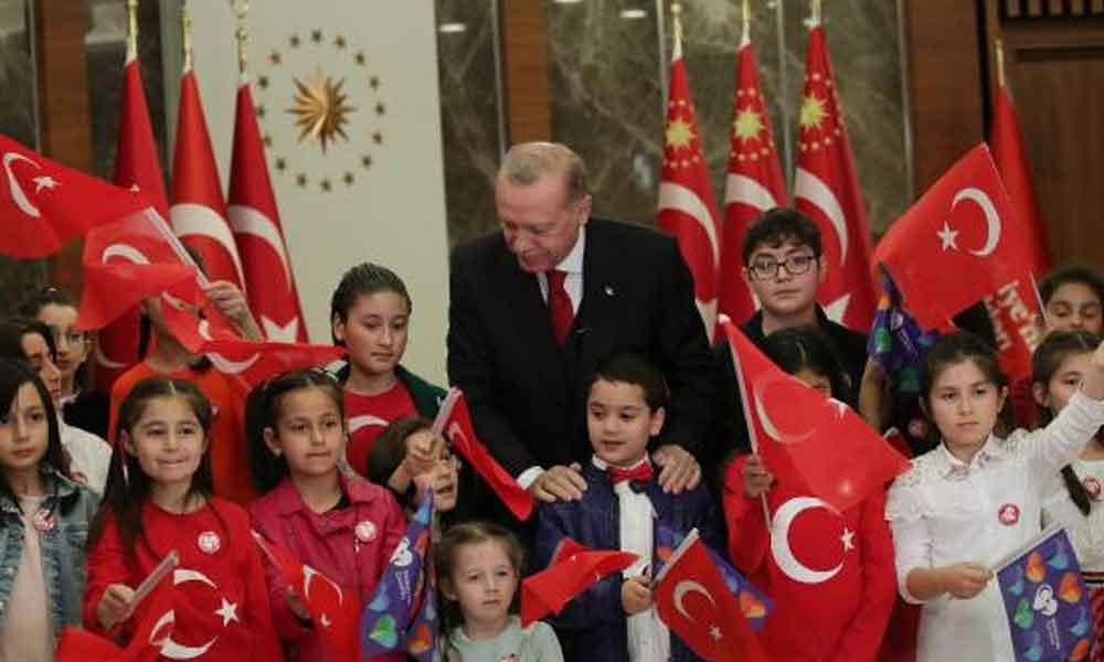 Erdoğan, sosyal mesafeyi hiçe saydı