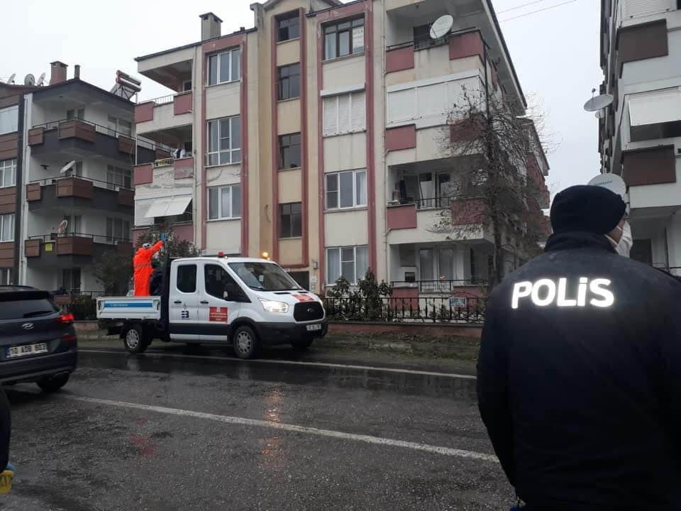 Edremit'te 4 apartman karantinaya alındı