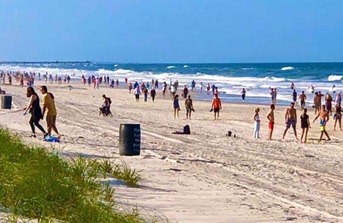 ABD'de Florida sakinleri koronavirüs dinlemedi