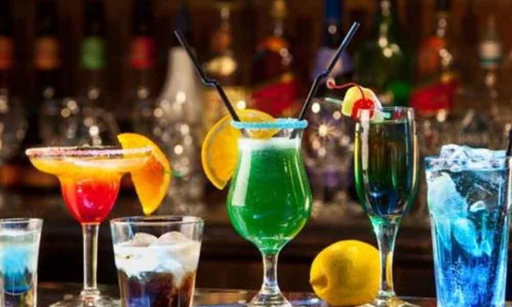 Kapalı restoranta giren adam 4 gün boyunca 70 şişe likör, onlarca bira içti