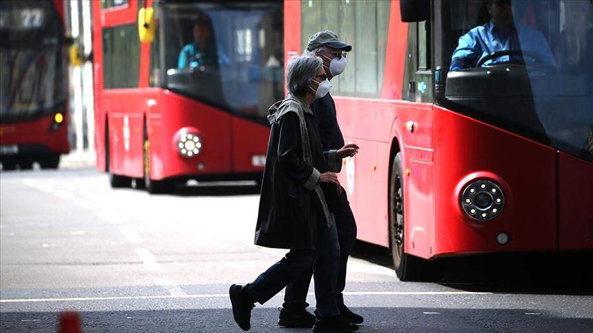 İngiltere'de yeni 'normalleşme' kararları açıklandı