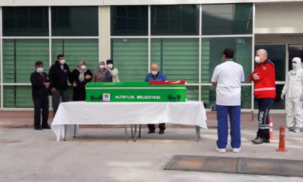 Genç hemşire koronavirüsten hayatını kaybetti