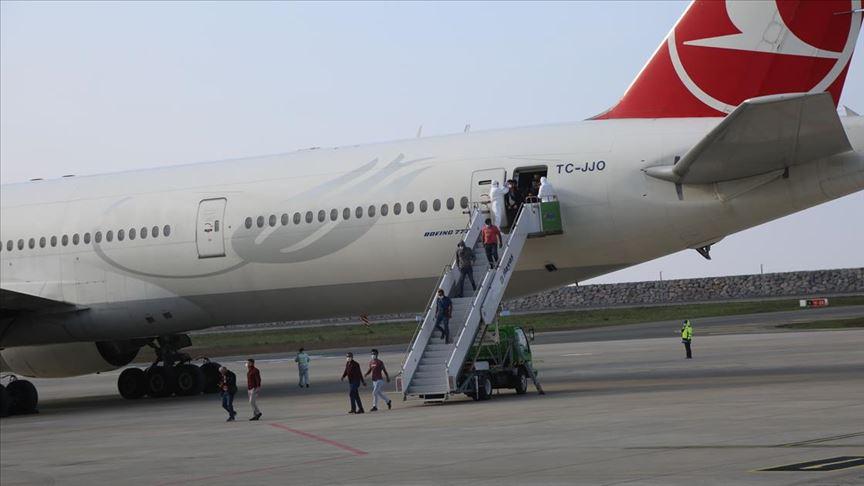 Kuveyt'ten getirilen 211 Türk işçi Giresun'da yurda yerleştirildi