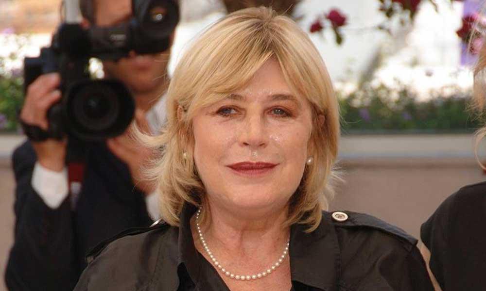 Dünyaca tanınmış şarkıcı Marianne Faithfull koronavirüsten hastaneye kaldırıldı