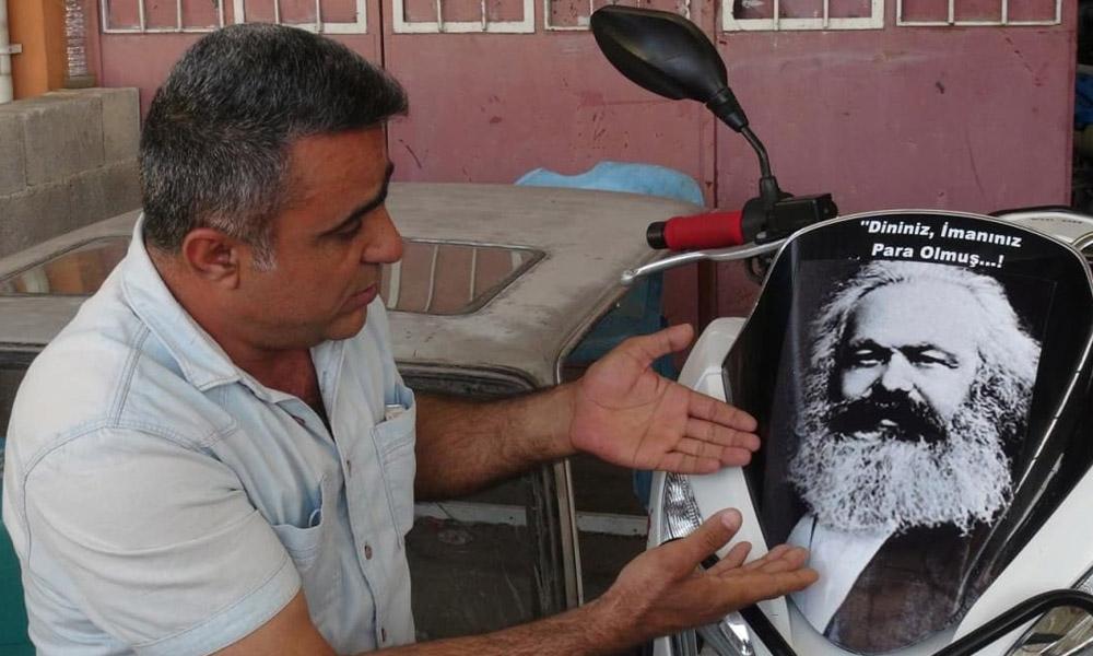 Motosikletine Marks fotoğrafı yapıştıran oğluna verdiği tepki ilgi çekti