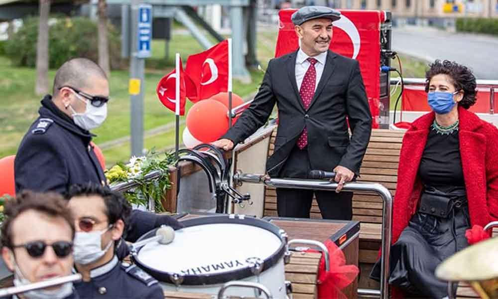 İzmir'deki 23 Nisan kutlamalarında Soyer çiftinin 'Anne' heyecanı