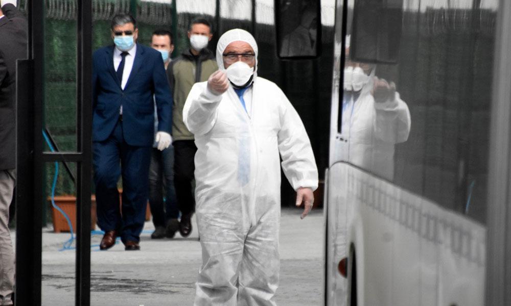 Umrecilerin yurdunda görevli güvenlik amirinde koronavirüs çıktı