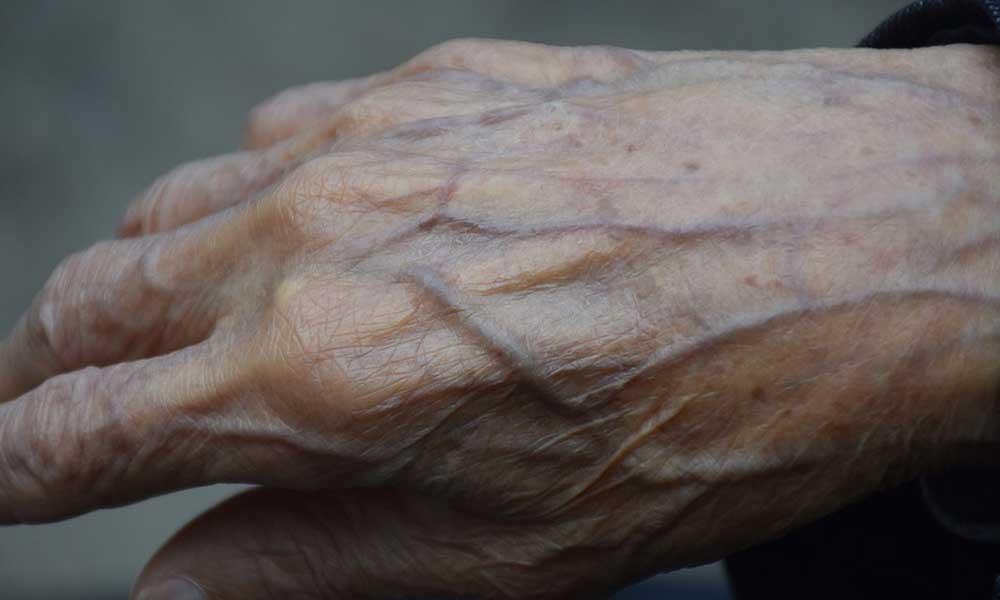 '80 yaşında' Facebook beğenisi yüzünden karakola götürüldü