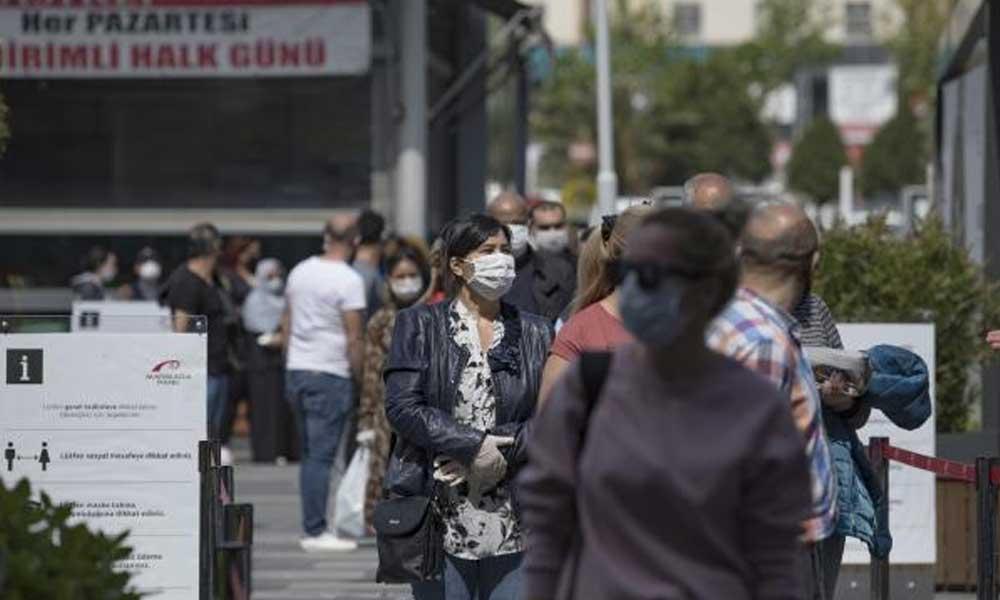 AVM önünde kuyruk oluştu: Gezmek için geldim, gerekirse maske takacağım