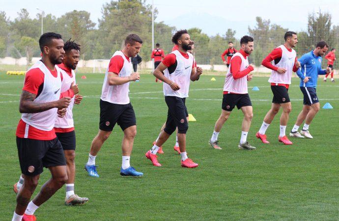 Antalyaspor top başı yapıyor