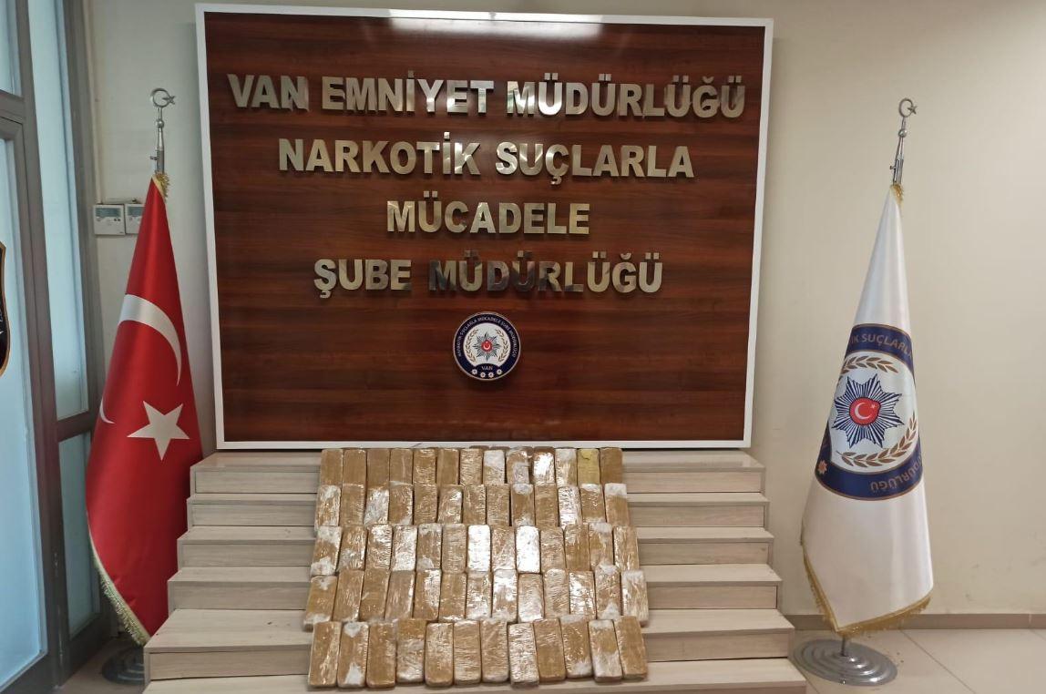 Van'da, toprağa gömülü 38 kilo eroin bulundu