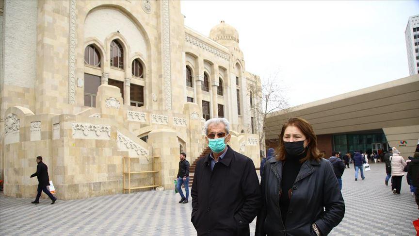 Azerbaycan'da sokağa 'sms' ile çıkılabilecek