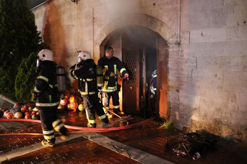 637 yıllık tarihi kapalı çarşıda yangın!
