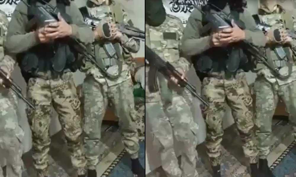 Arkalarında El Kaide bayrağı ellerinde silah, İbrahim Gökçek'in mezarını tehdit ettiler