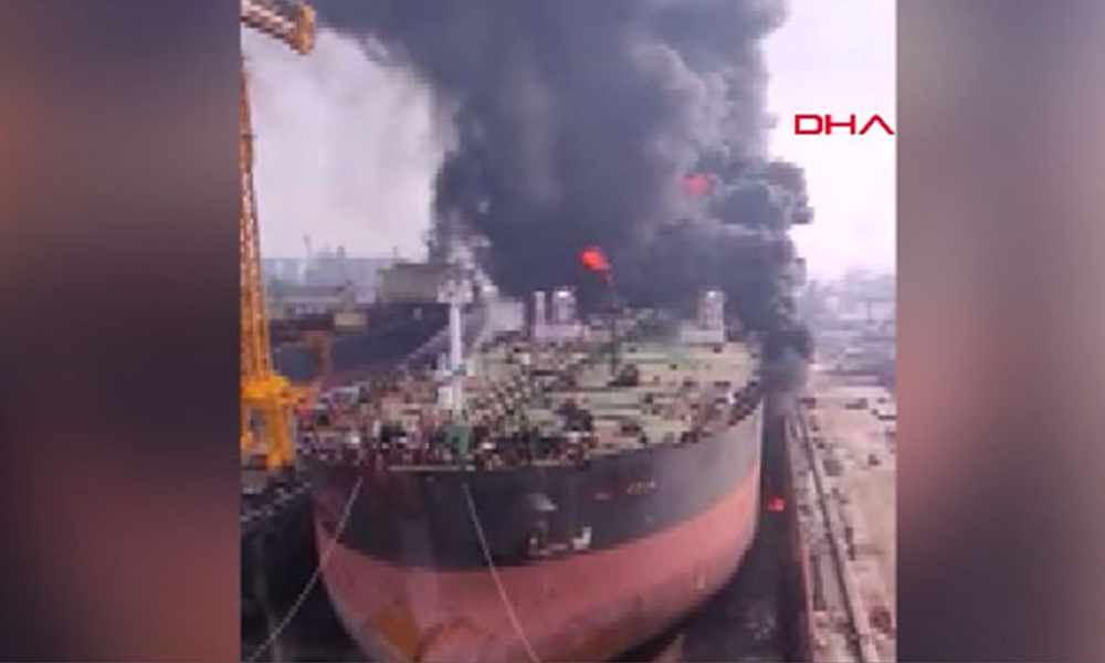 Endonezya'da petrol tankerinde yangın: Çok sayıda yaralı var
