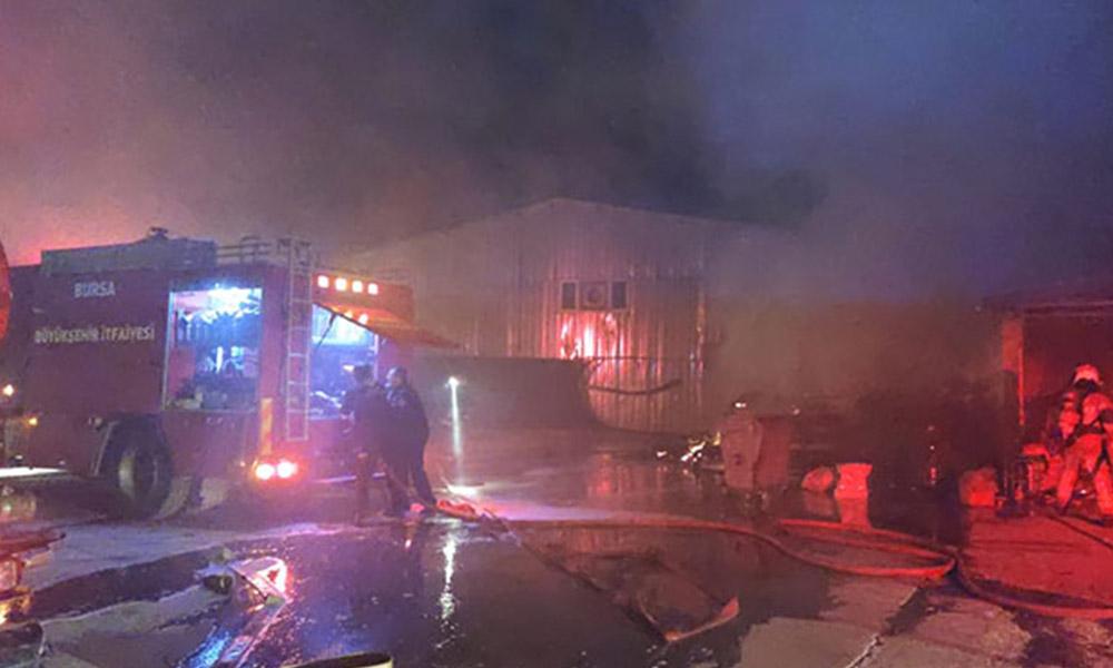 Bursa'da mobilya fabrikasında korkutan yangın