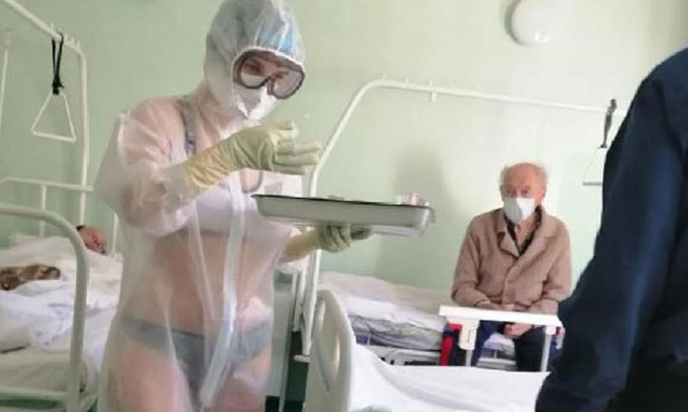 Bikiniyle hastaları tedavi eden hemşireye ceza