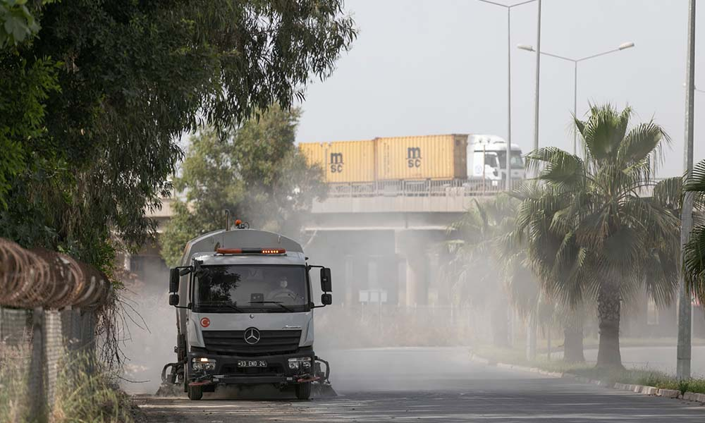 Mersin Büyükşehir, pırıl pırıl sokaklar için görevde