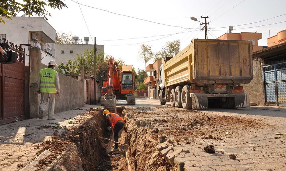 Sarıçam ve Ceyhan'da altyapı çalışmaları sürüyor