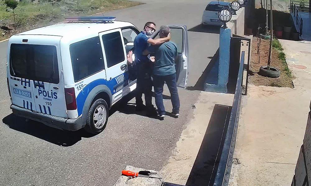 Polise bak! 26 yıllık öğretmeni ensesinden tutup darp etti