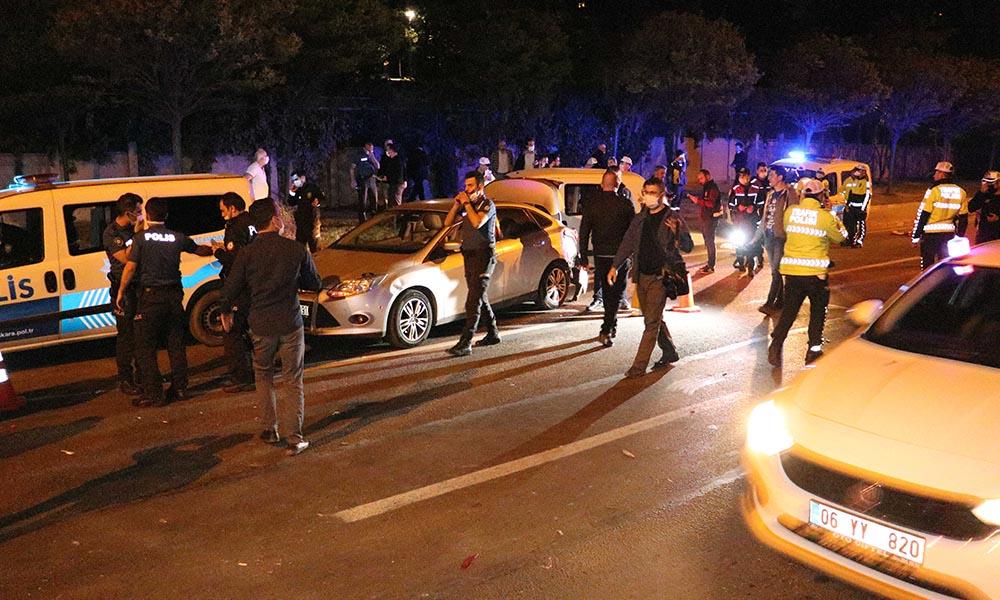 Ankara'da polis uygulama noktasına araç daldı: Yaralılar var