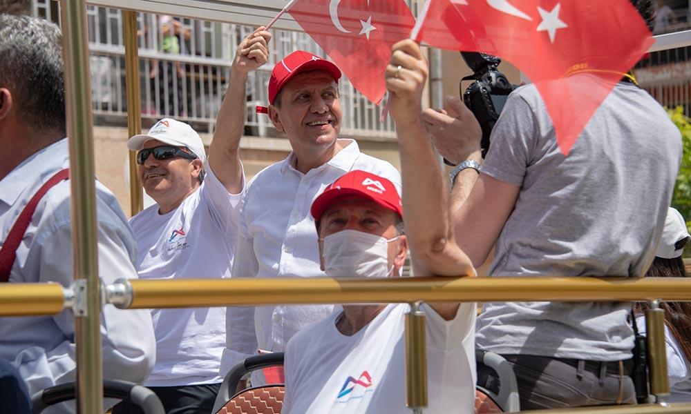 Mersin Büyükşehir, 19 Mayıs coşkusunu evlere, balkonlara taşıdı