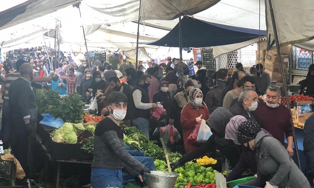 Sosyal mesafe hiçe sayıldı! Semt pazarında adım atacak yer kalmadı