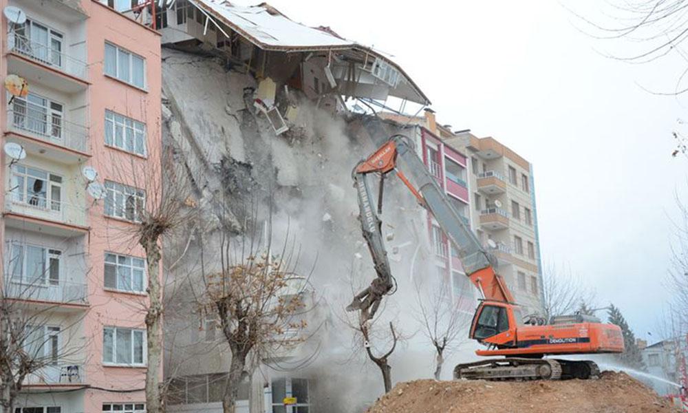 Depremin vurduğu ilçeye AKP'li belediyeden milyonluk millet bahçesi