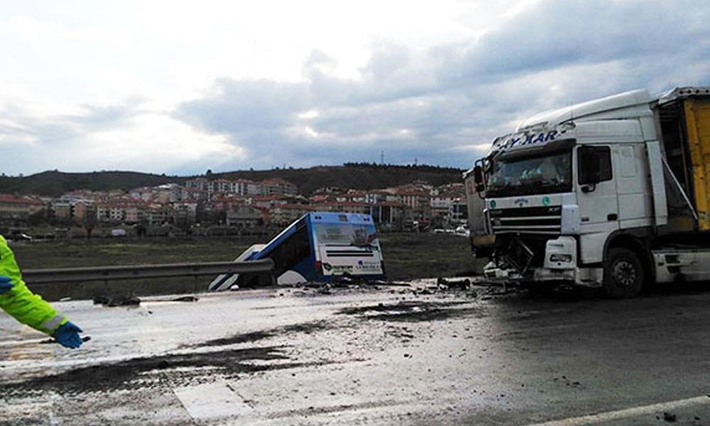 Ankara'da belediye otobüsü ve TIR çarpıştı: 9 yaralı!