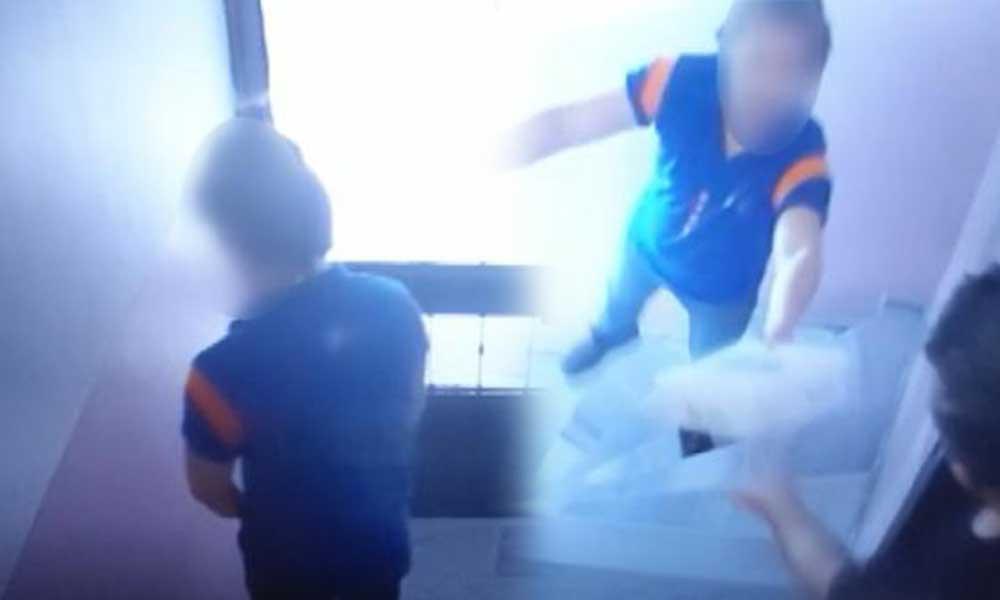 Paketi teslim eden kargo çalışanı apartmana idrarını yaptı