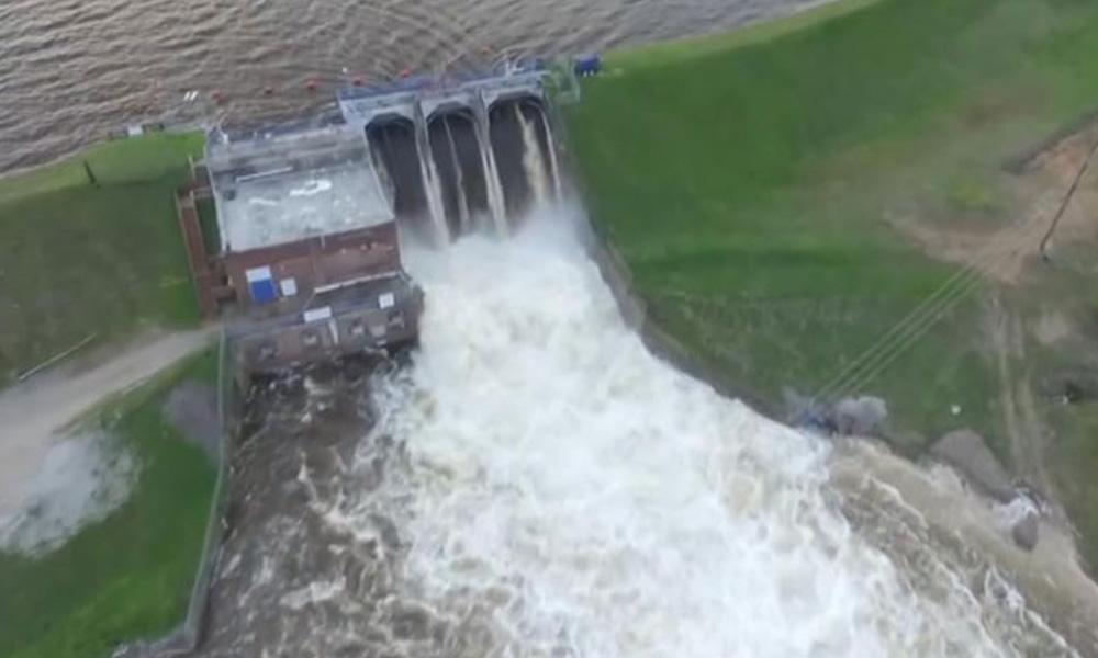 ABD'de baraj çöktü: 50 otoyol trafiğe kapandı!