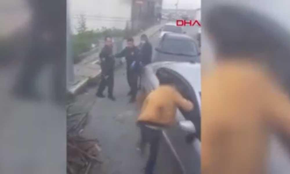 Bekçinin kimliğini göstermek istemeyen vatandaşı vurduğu anlar kamerada