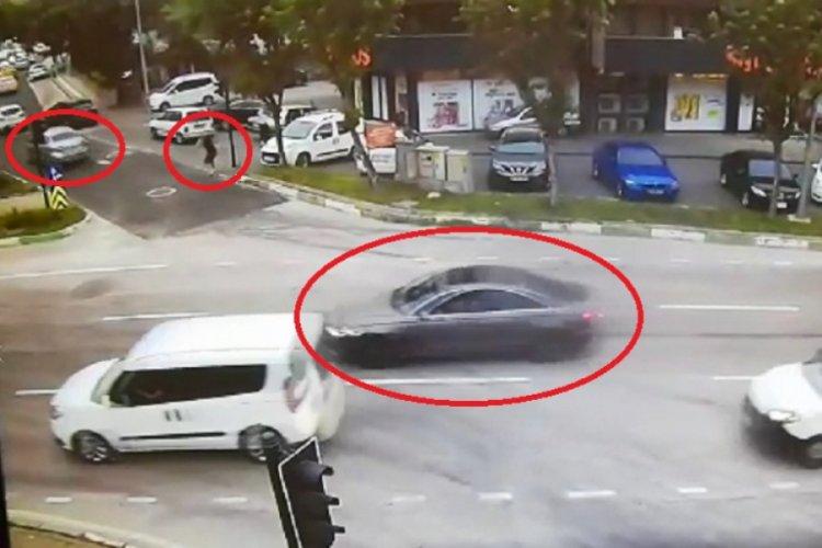 Bursa'da 2 kişinin yaralandığı silahlı çatışma kameralara yansıdı